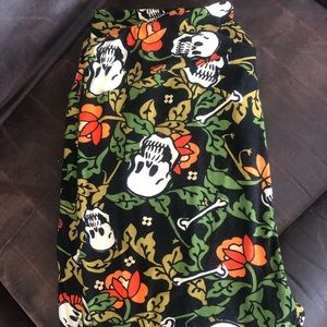 Lularoe TC2 Halloween Leggings - Skulls